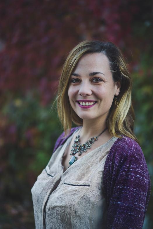 Testimonio de Isabel Zanón sobre OliverCG: informático y emprendedor especializándose en marketing digital, SEO Y SEM.